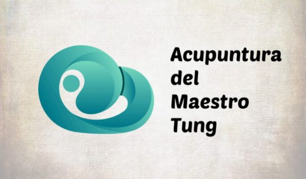 acupuntura del maestro tung, logo en azul turquesa, fondo gris y blanco